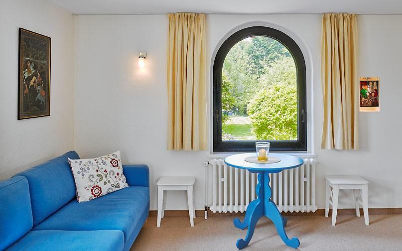 wohnzimmer-rundbogenfenster